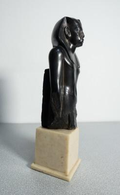 Riproduzione di antica scultura egiziana presente al museo del LOUVRE, Parigi. AMR Alva Museum Replicas. New York USA