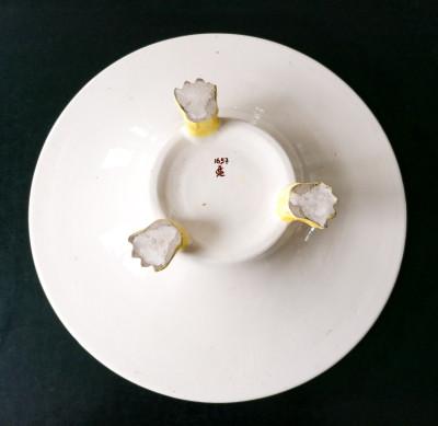 Piatto in maiolica dipinta a mano CIULLI Ceramica Artistica, cani e motivi vegetali, gambe ferine. Italia, Metà Novecento