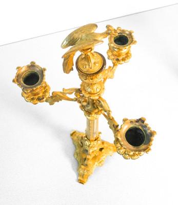 Coppia di candelieri in bronzo dorato al mercurio, a tre bracci. Francia, epoca Napoleone III