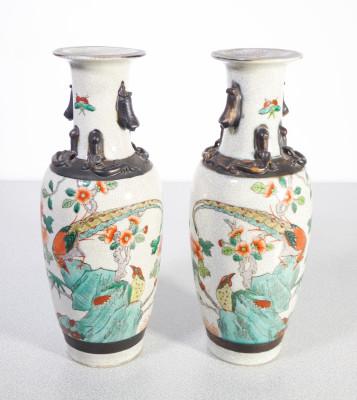 Coppia di vasi in ceramica dipinta con marchio marrone Chenghua Nian Zhi. Cina, Novecento