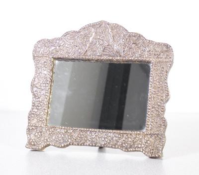 Cornicetta con specchio in lamina d
