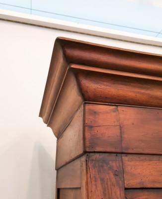 Credenza Direttorio a due corpi, in legno massello di noce, due ante superiori e due inferiori. Ottocento