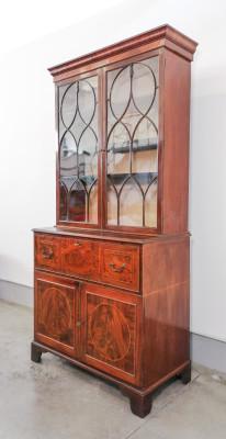 Secretaire a ribalta, credenza GIORGIO III in legno intarsiato e lastronato in mogano. Inghilterra, Primo Ottocento