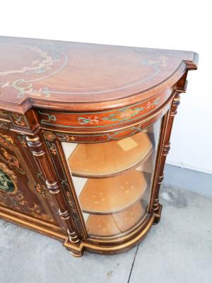 Credenza scantonata vetrinetta in stile Napoleone III riccamente dipinta, con ninfa al centro. Novecento