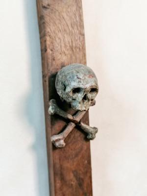 Antico crocifisso in legno gessato e dipinto, presumibilmente risalente alla fine del 1500, inizio 1600.