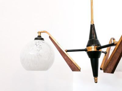 Lampadario di design stile Stilnovo in legno e ottone. Italia, Anni 60