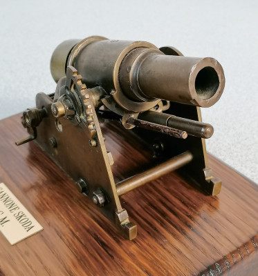 Modellino in metallo del cannone Skoda, della Prima Guerra Mondiale.