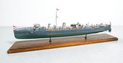 Modellino della nave da guerra Acheron-class Destroyer, della British Royal Ravy.