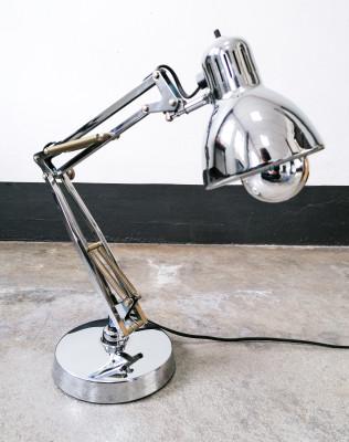 Lampada da tavolo di design NASKA LORIS versione cromata. Candle / Fontana Arte Italia