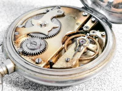 Orologio da tasca SEMPER con espositore. Svizzera, Primo Novecento