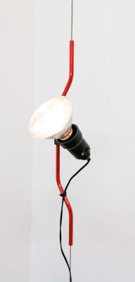 Lampada da soffitto a luce diretta PRENTESI variante rossa. Design Achille Castiglioni & Pio Manzù per FLOS. Italia, 1971