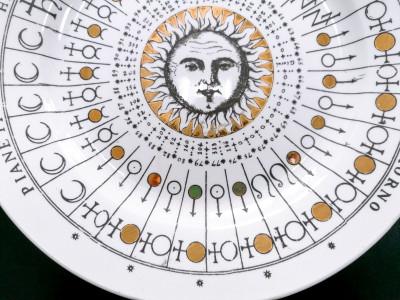 Piatto decorato con tema astrologico di Piero FORNASETTI e SCI Laveno. Italia, 1955