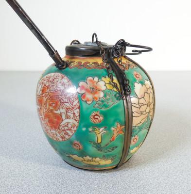 Pipa da oppio in ceramica decorata e metallo. Cina