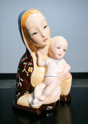 Scultura in ceramica a firma ARS NOVA Torino, Epigono Lenci. Madonna con Bambino. Torino, Italia, Anni 50/60