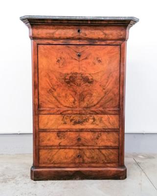 Secretaire cappuccino, Carlo X in legno di noce e piuma di noce, con cassetti interni e segreto. Italia, 1800
