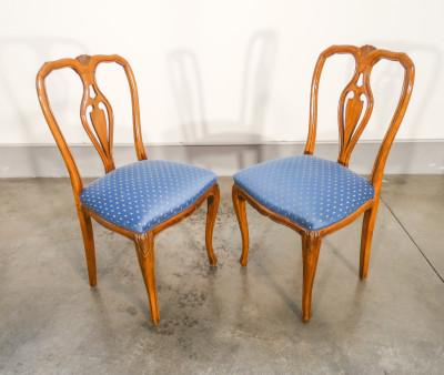 Quattro sedie Carlo X in legno di noce con schienale a lira, sedute imbottite. Italia, Ottocento
