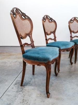 Set di sei sedie stile Luigi Filippo in legno di noce, con schienali in paglia di Vienna. Novecento