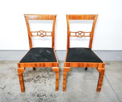 Set di sei sedie da pranzo, art decò, in legno impiallacciato in noce. Italia, Primo Novecento