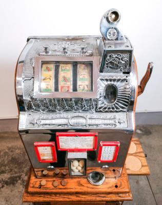 Slot machine LIBERTY BELL 5 cents - Golf, mobile in legno con cassettino portabibite. USA, 1920/30