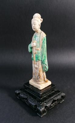 Antica sculturina tombale cinese in terracotta raffigurante una inserviente o un parente del defunto. Cina, Seicento