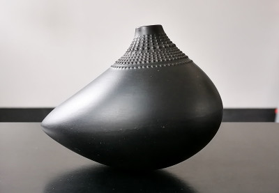 Vaso in porcellana nera Pollo, design Tapio WIRKKALA. Porcelaine Noire. ROSENTHAL Studio Linie. Germania, Anni 70