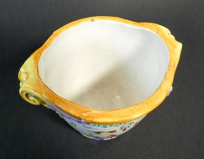 Vaso decorativo in ceramica dipinta a mano della Società Ceramica COLONNATA. Sesto Fiorentino, Italia, Primo Novecento