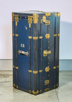 Baule armadio da viaggio, con cassetti interni, attaccapanni, valigetta. Italia, Primo Novecento