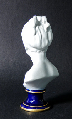 Busti di bambini firmati C. THARAUD per LIMOGES, su originali di HOUDON. Ceramica biscuit. Francia, Metà Novecento