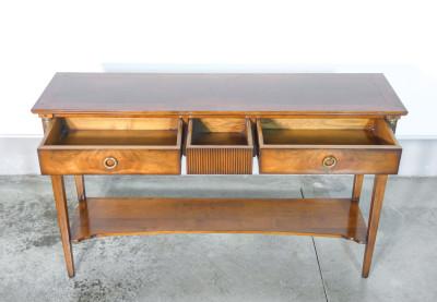 Console stile Impero in legno massello di noce e piuma di noce, a tre cassetti. Italia, Novecento