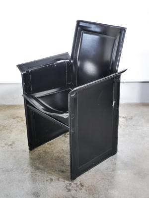 Coppia di sedie, poltrone di design in pelle nera forse modello Korium di Tito AGNOLI per Matteo GRASSI. Italia, Anni 80