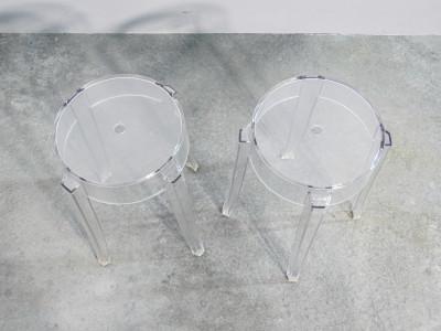 Coppia di sgabelli Charles Ghost, design Philippe STARK per KARTELL. Policarbonato trasparente. Italia
