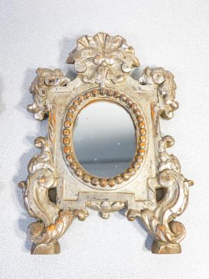 Coppia di specchi, cornici cartagloria, in legno scolpito e dorato. Italia, 1800