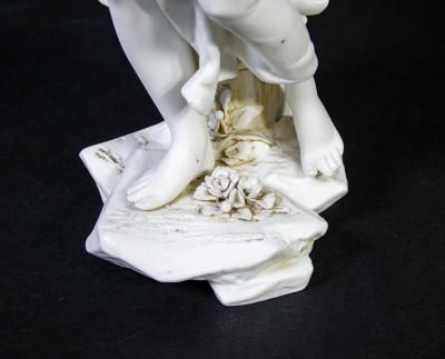 Coppia di statuine in ceramica bisquit VOLKSTEDT, Richard ECKERT. Rudolstadt Germania, Fine Ottocento Primo Novecento