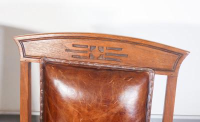 Coppia di troni Art Decò in legno massello e rivestimento delle sedute in cuoio. Inghilterra, Primo Novecento
