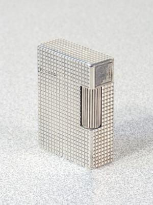 Accendino DUPONT Paris in metallo argentato, n° DK8387. Francia, Anni 80