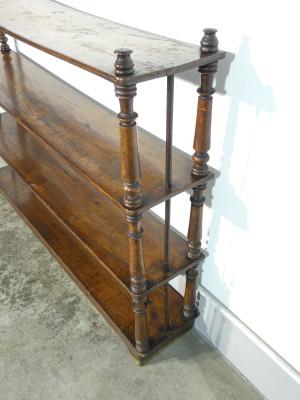 Étagère Carlo X in legno massello di noce. Italia, Ottocento