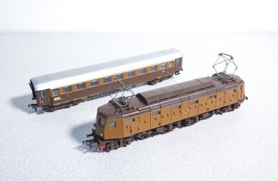 FLEISCHMANN Locomotiva 1339 E428 Ferrovie dello Stato e vagone passeggeri 1445. Germania, Anni 70/80