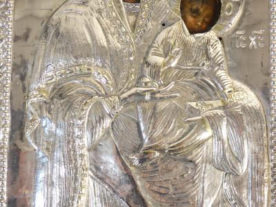 Antica icona russa con riza in argento. Madonna con Bambino. Primo Ottocento