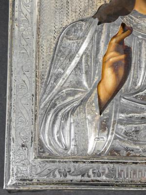 Antica icona dipinta con riza in argento riportante il punzone di Mosca e dell