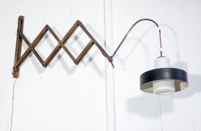 """Lampada applique con braccio estensibile """"a pantografo"""". Design italiano degli Anni 40/60"""