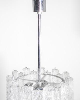 Lampadario a sospensione riferibile alla produzione di Toni Zuccheri per VENINI, in vetro soffiato di Murano. Italia, Anni 60