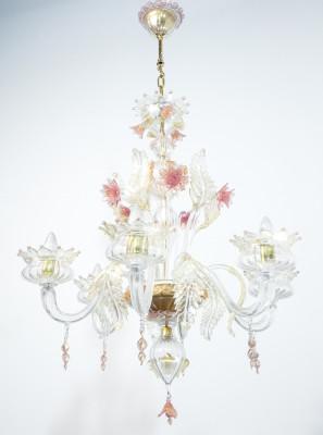 Lampadario a sospensione LA MURRINA in vetro soffiato di Murano, con elementi decorativi vegetali e floreali. Italia, Anni 80