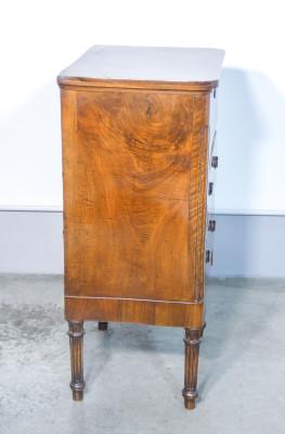 Mobiletto di servizio a tre cassetti stile Luigi XVI, in legno massello di noce. Ottocento