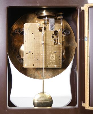 Orologio Boulle a pendolo, da tavolo in stile Luigi XV, movimento meccanico a doppia carica e doppia campana. Italia/Germania, Anni 80
