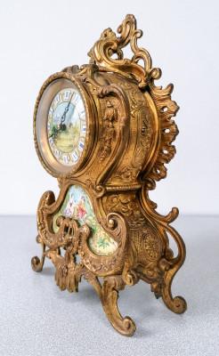 Orologio da camino Franz HERMLE & Sons in bronzo, dipinto a mano, movimento meccanico 130-677 a carica manuale, otto giorni, a doppia campana. Germania, Anni 60