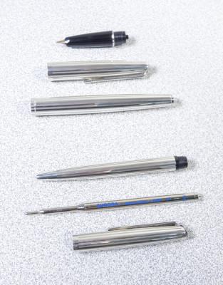 Parure di penne AURORA 98 stilografica e penna a sfera, in argento massiccio 925, astuccio originale. Italia, Anni 60