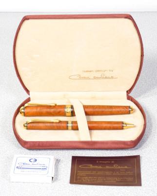 Parure di penne Cesare EMILIANO stilografica e penna a sfera, in radica, astuccio originale. Italia, Anni 60