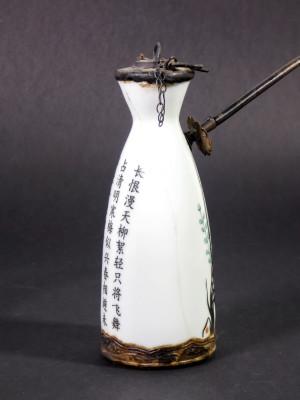 Pipa da oppio in ceramica decorata. Cina
