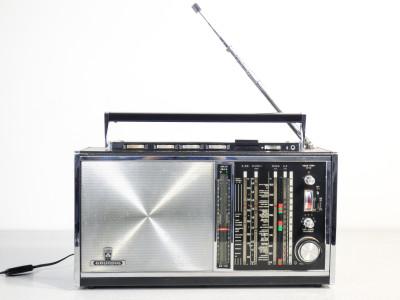 Radio ricevitore multibanda GRUNDIG SATELLIT 210 Transistor 6001. Germania, 1969/1971