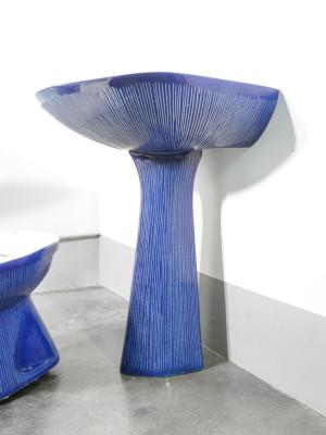 Antonia CAMPI Set da bagno modello GARDENA composto da due lavabi, wc e bidet, in lavenite. RICHARD GINORI Lavenite. Italia, 1968